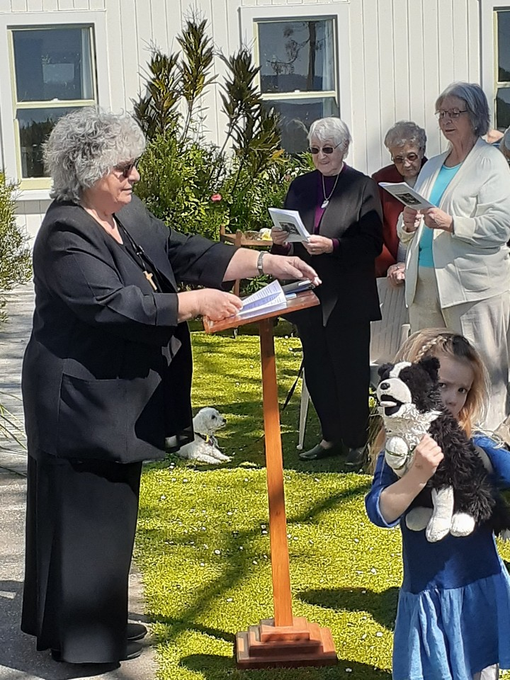 Rev Mary Petersen taking the Animal Blessing Service 29 September 2019